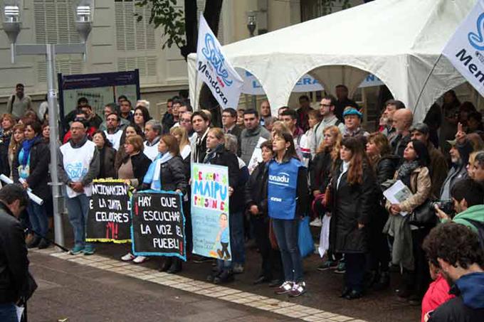 Escuela Itinerante de los docentes argentinos sigue en pie de lucha