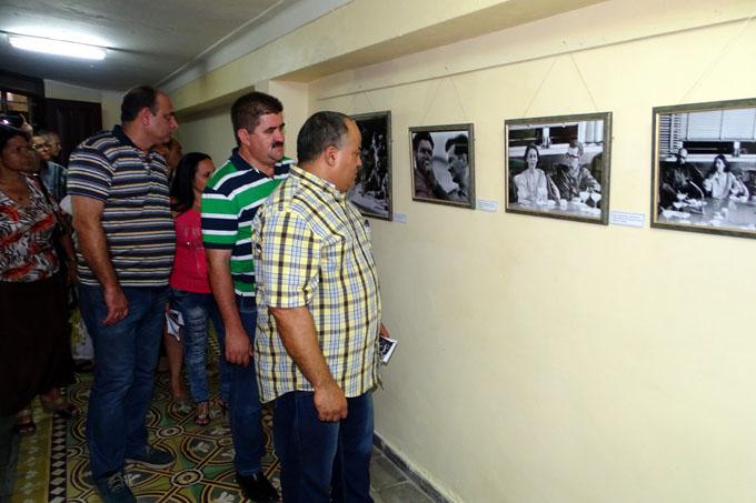 Presentan exposición en honor a Fidel y Hart