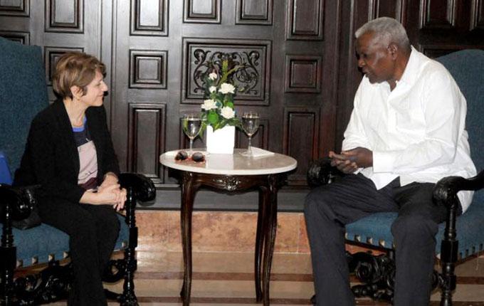 Recibe Esteban Lazo a Relatora Especial de la ONU sobre la trata de personas