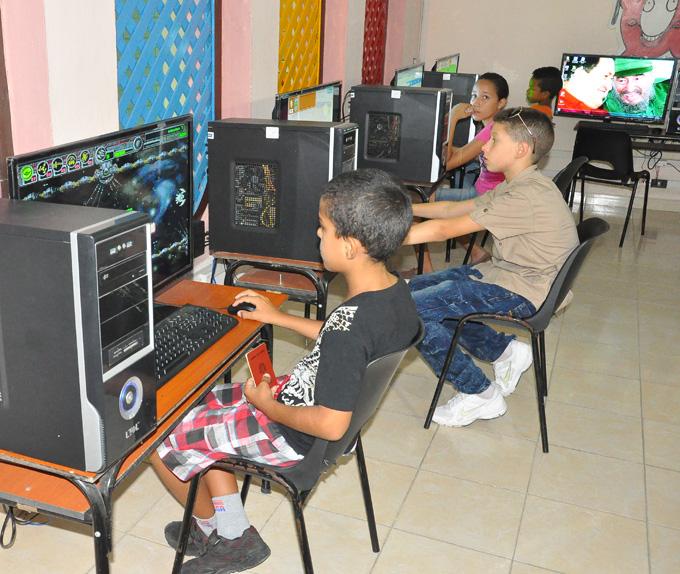 Aumenta uso de las tecnologías en sector educacional de Granma