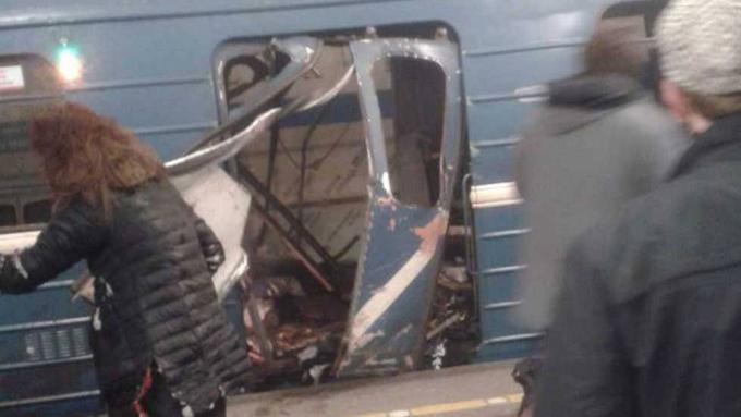 Al menos 10 muertos tras explosión en estación de metro en Rusia