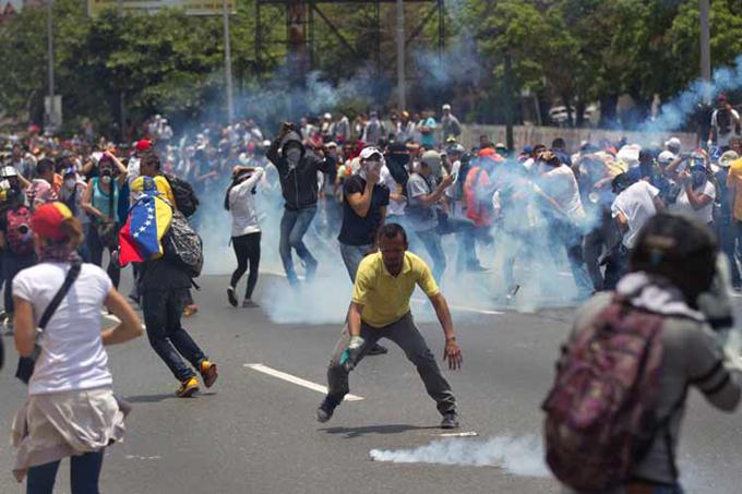 Protestas violentas dejan dos muertos y un herido en Venezuela