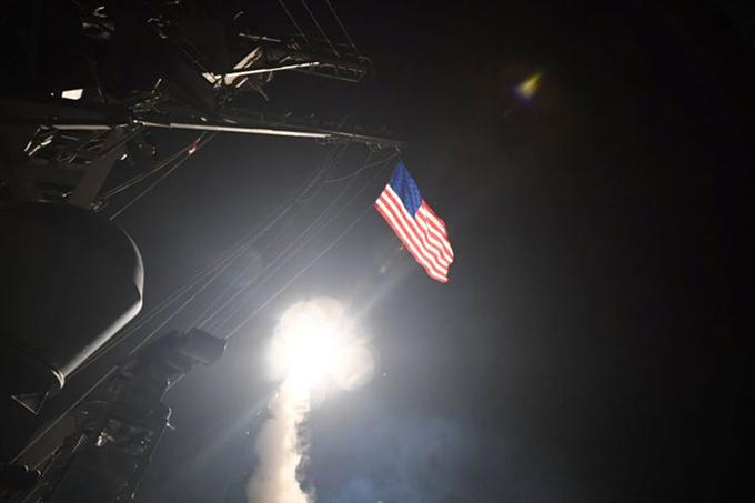 Daños colaterales por ataque estadounidense a base aérea siria
