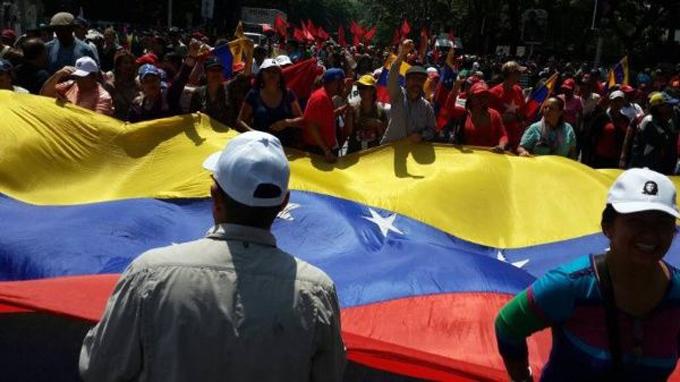 China sostiene que los venezolanos pueden solventar sus asuntos