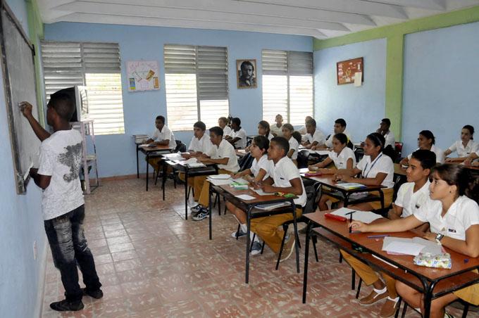 Ganan estudiantes granmenses 29 medallas en concursos de conocimientos