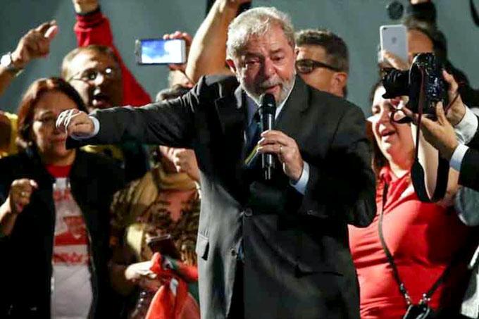 Ni una prueba después de dos años de masacre, denuncia Lula