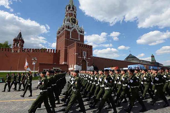 Más de 10 mil militares en desfile de la Victoria en Moscú