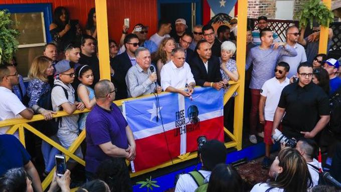 ¡Héroe de Puerto Rico! Aclaman a Oscar López Rivera en Chicago