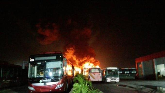 Grupos terroristas de oposición venezolana queman más de 50 buses públicos
