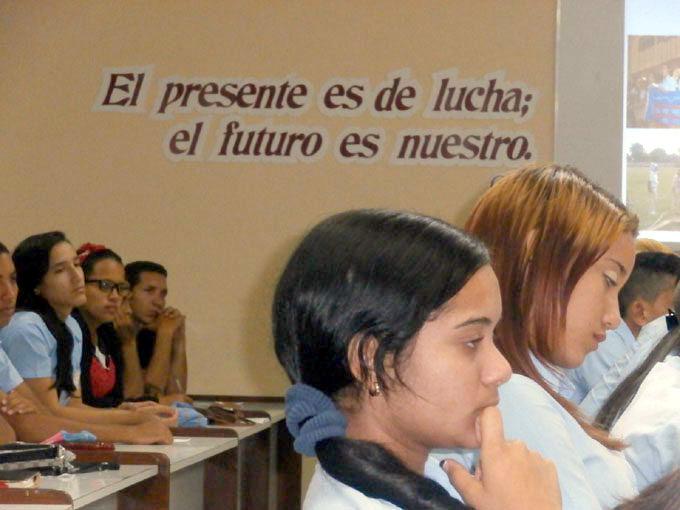 Destacan importancia de ejemplo personal de dirigentes estudiantiles