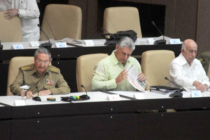 Asiste Raúl Castro a sesión extraordinaria del Parlamento cubano (+fotos)