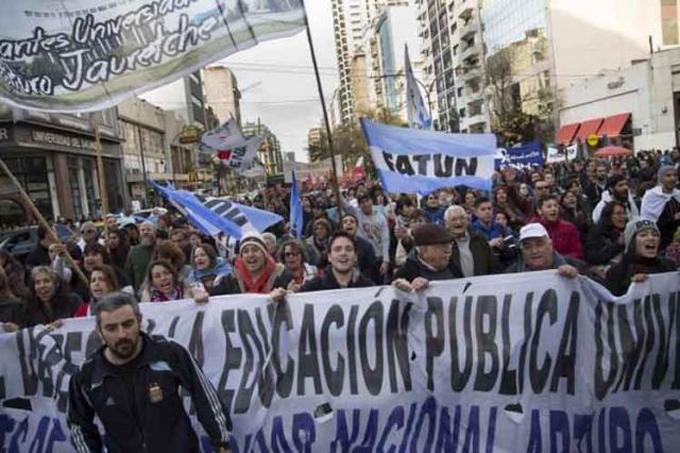 Marchan hoy en Argentina en defensa de la universidad pública