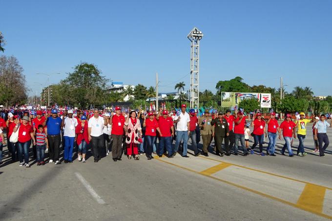 Mensaje de unidad y compromiso en las 13 plazas de Granma (+fotos)