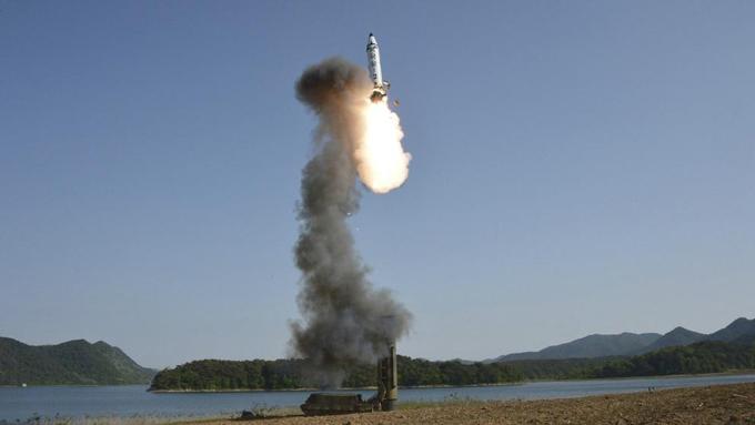 """Corea del Norte amenaza con enviar un """"regalo"""" aún mayor a EE.UU."""