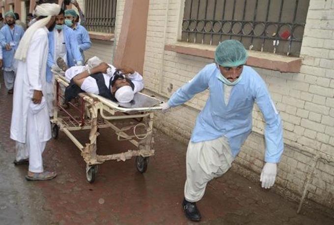 Explosión de bomba deja alrededor de 25 muertos en Pakistán