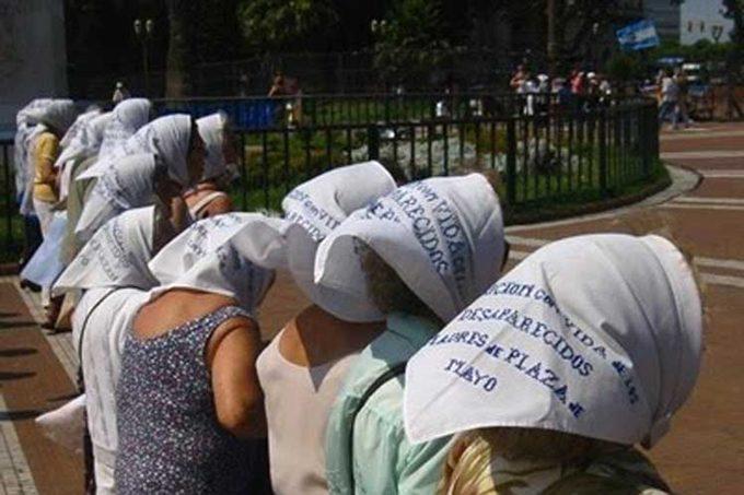 Masiva manifestación en Plaza de Mayo en repudio el 2x1 para represores