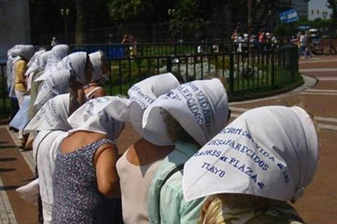 Pañuelos blancos para repudiar fallo de Corte argentina