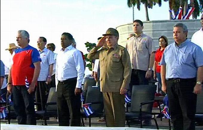 Preside Raúl Castro desfile en La Habana por el 1 de mayo (+fotos y videos)