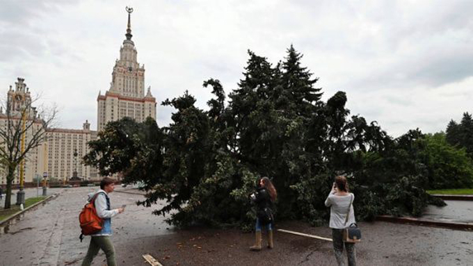 Unos 11 muertos y 70 heridos deja temporal en Moscú (+ fotos)