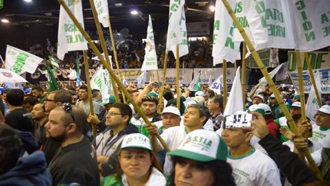 Trabajadores argentinos marchan este lunes en pro de mejoras salariales