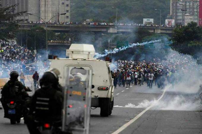 Venezuela resiste frente a campañas mediáticas golpistas