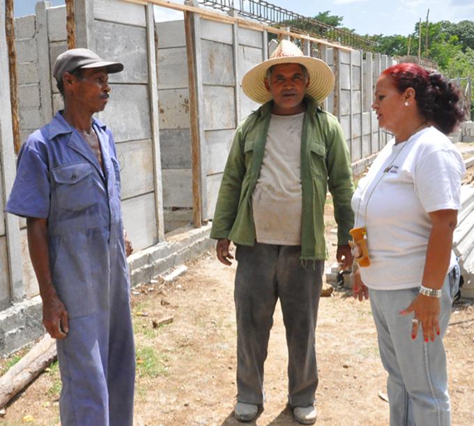 Reconstruyen en Bueycito escuela Adolsina Alsina (+ audios y fotos)