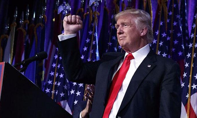 Trump busca agilizar entrega de permisos para obras constructivas