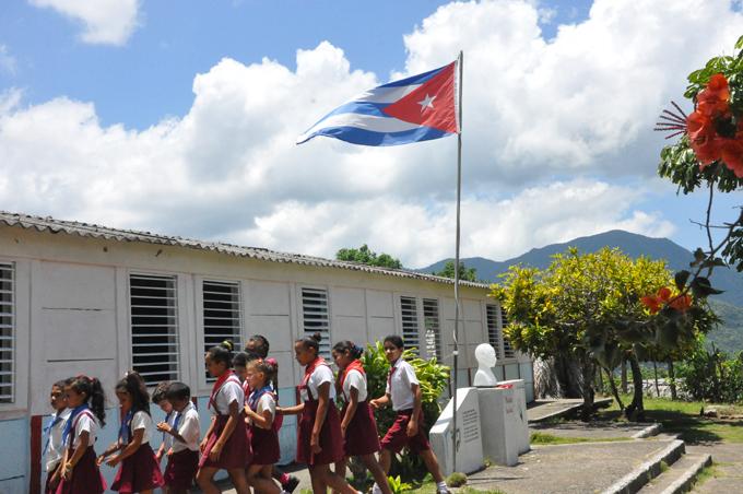Cerca de 500 másteres laboran en escuelas de montaña en Granma