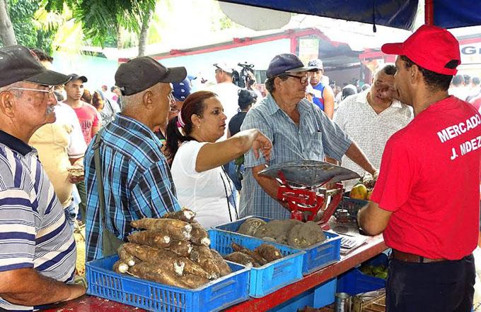 Ferias agropecuarias por el Día de los padres en Bayamo