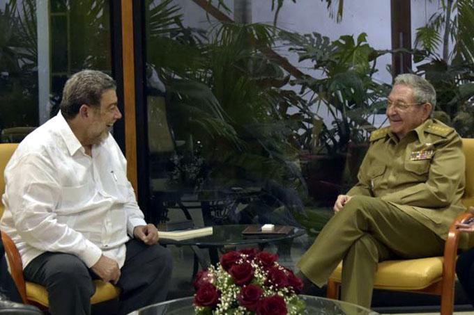 Recibió Raúl al Primer Ministro de San Vicente y las Granadinas