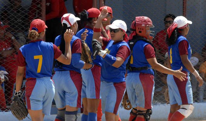 Granmenses invictas en campeonato de softbol femenino juvenil