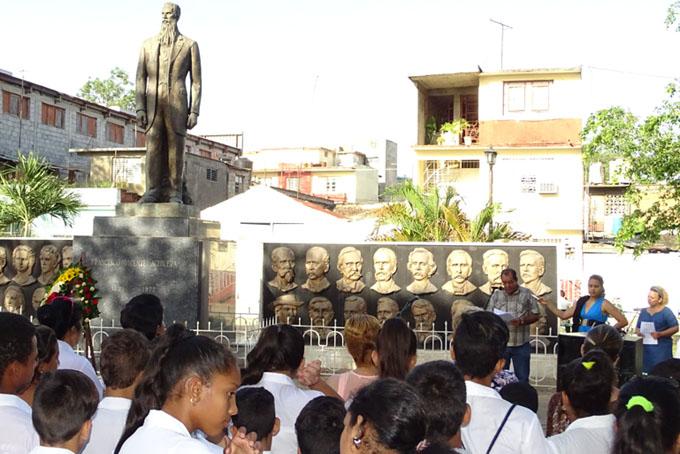 Rememoran el natalicio de Francisco Vicente Aguilera