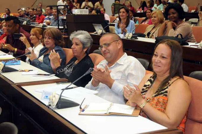 Debaten en Cuba sobre perfeccionamiento de Educación Secundaria