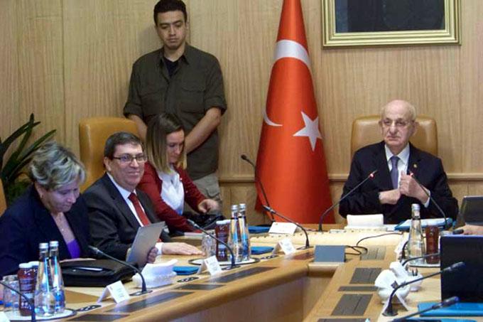 Canciller cubano visita Asamblea Nacional de Turquía