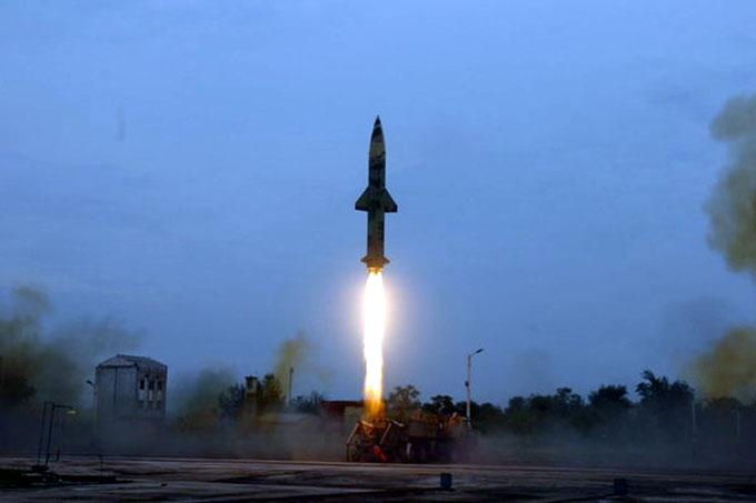 India realiza lanzamiento de prueba de misil balístico Prithvi-II