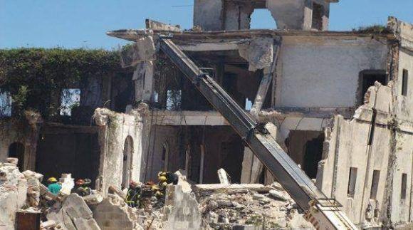 Dos fallecidos y ocho lesionados en derrumbe en el Hotel Comercio de Caibarién