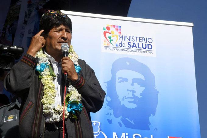 Evo Morales agradece solidaridad de Cuba, al inaugurar feria de salud
