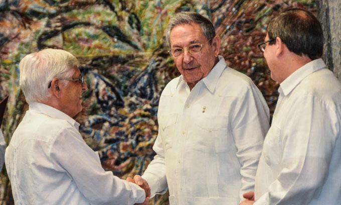 Asiste Raúl a acto de juramento de nuevos embajadores cubanos