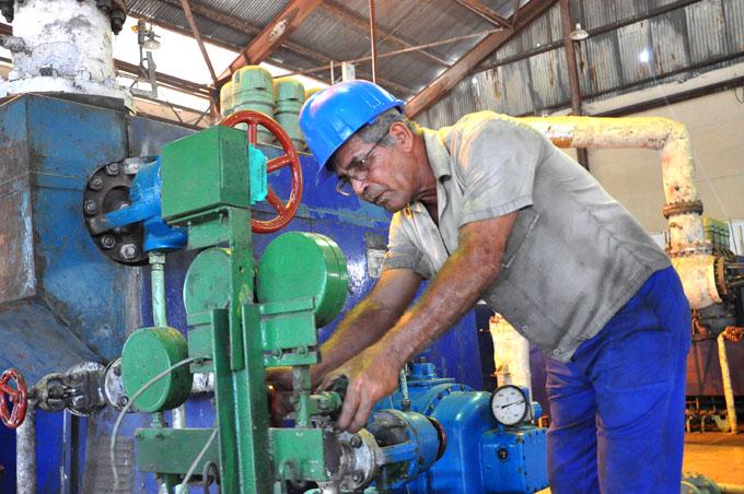 Azucareros de Granma  metidos  de lleno  en las reparaciones de sus centrales