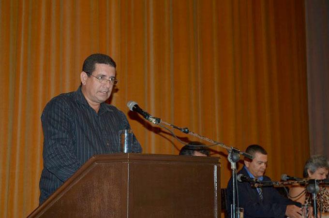 Abraza Manzanillo a cinco Hijos Ilustres