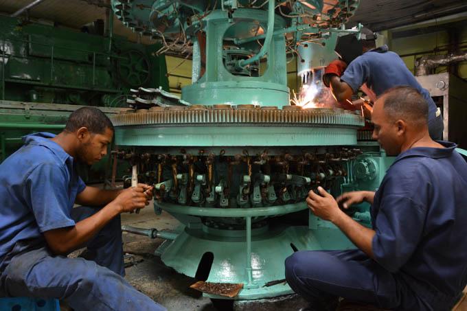 Reparan parcialmente línea de refresco embotellado en fábrica bayamesa