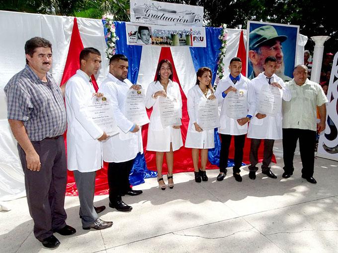 Egresan 419 nuevos profesionales de la Salud en Granma
