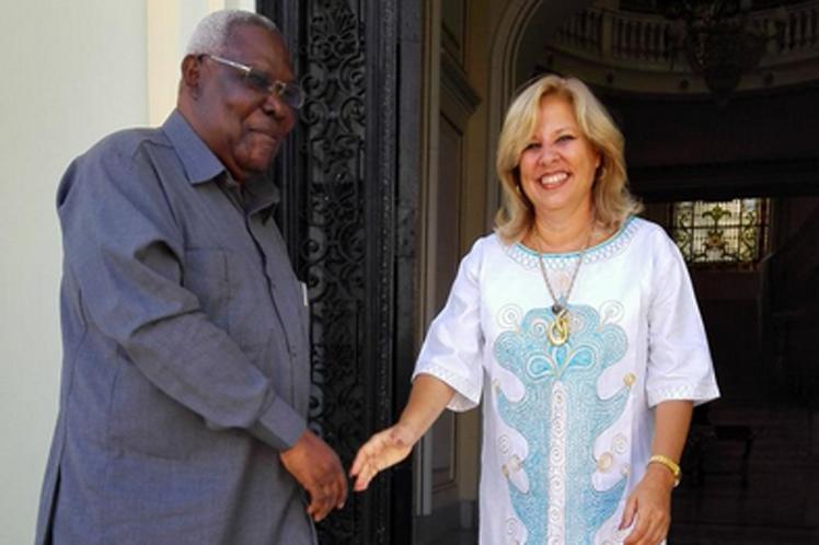 Vicecanciller cubana recibe a vicepresidente segundo de Zanzíbar