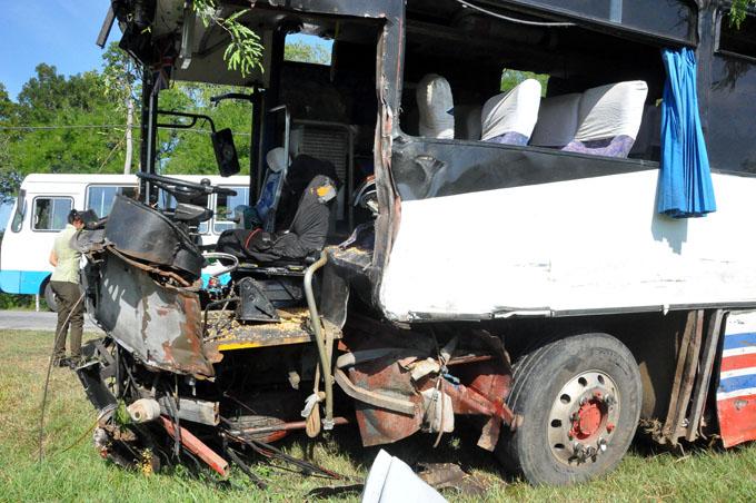 Un fallecido y 10 lesionados en accidente de tránsito en Bayamo (+ fotos y videos)