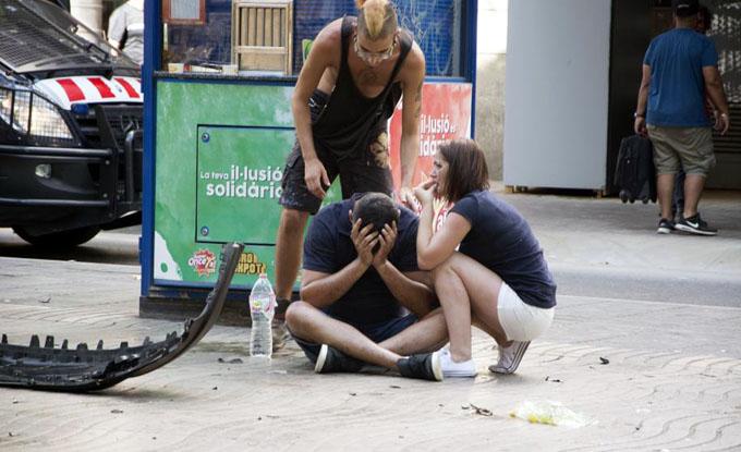 Atentado terrorista en Barcelona deja 13 muertos y 50 heridos (+ videos)