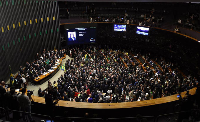 Cambios en sistema político-electoral de Brasil deben aprobarse hoy