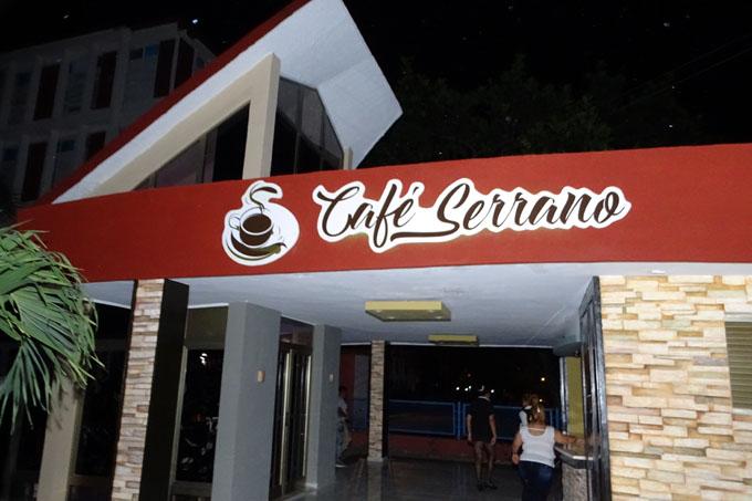 Reinauguran Café Serrano en Bayamo (+ fotos y video)