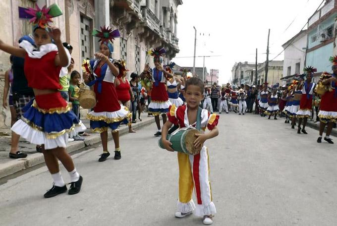 Alegría y diversión en carnaval infantil de Manzanillo 2017