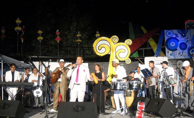 Música y colores en apertura de carnaval manzanillero