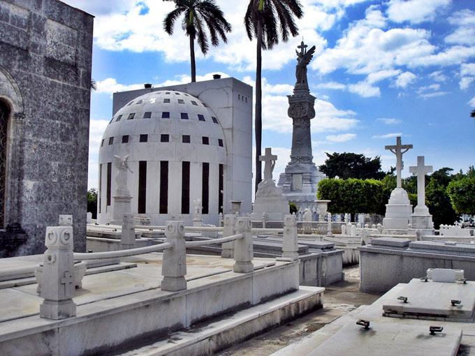 Necrópolis de Colón: continente de monumentos y leyendas